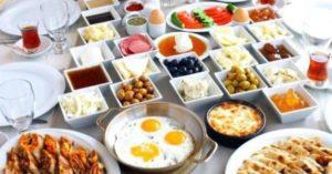 Завтрак на блюдцах serpme kahvalti