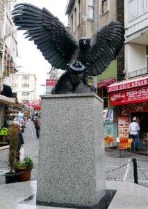 kara kartal Скульптура Черного орла в Бешикташ Стамбул