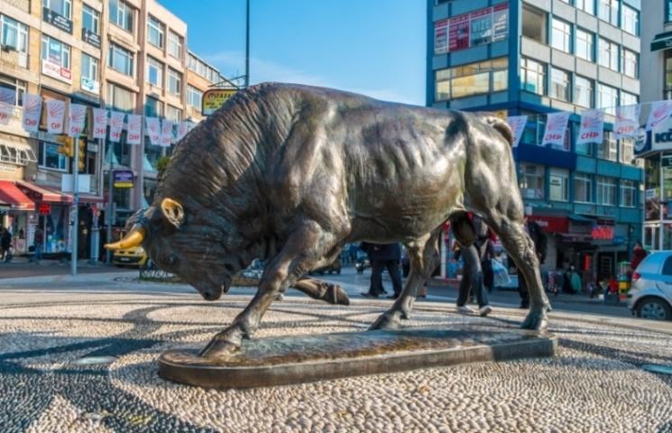 Статуя быка в Кадыкёй
