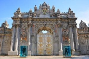 Дворец Долмабахче Императорские ворота