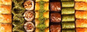 Баклава и турецкие сладости в кондитерской GüllüoğluKaraköy