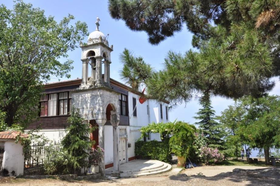Церковь Святого Георгия Бююкада